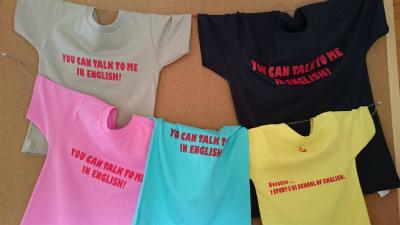 なぜか英語で話しかけられるTシャツ~